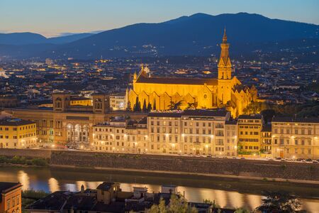 Florence city skyline in the dusk, Italy. Aerial cityscape panoramic view from Piazzale Michelangelo Banco de Imagens