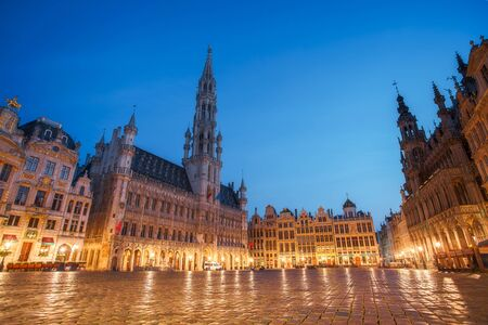 Central square near town hall in old town city of Brussels, Belgium at night Imagens