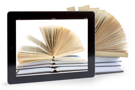 흰색, 디지털 도서관 개념에 고립 된 태블릿 컴퓨터에 오픈 책,