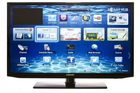 ガラティ、ルーマニア - 2013 年 1 月 16 日: スマート テレビ サムスンのアプリと Web ブラウザー。私たち画期的なスマート テレビで完全な web ブラウ 報道画像