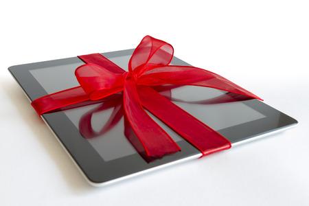 白で隔離赤いリボン ギフト デジタル タブレット 写真素材