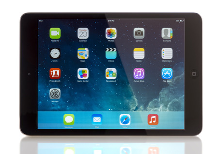 galati: GALATI, ROMANIA, JANUARY 31, 2014: - iPad mini is powered by the new A7 chip with 64-bit architecture. A7 delivers killer performance — up to four times faster CPU and up to eight times faster graphics performance than the previous generation — withou