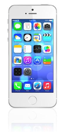 新しいアップル銀 iPhone 5s iOS7 でホーム画面を表示します。IPhone 5 s の新しい特徴が家庭のボタン、新しいカメラ、および 64 ビット プロセッサに組み