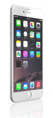 white with black: IPhone Silver Apple 6 Plus muestra la pantalla de inicio con iOS 8.El nuevo iPhone con mayor resoluci�n 4.7 y pantallas de 5,5 pulgadas, c�maras mejoradas, nuevos sensores, un chip NFC dedicado para los pagos m�viles. Apple lanz� el iPhone 6 y iPhone 6 Plus en Septemb