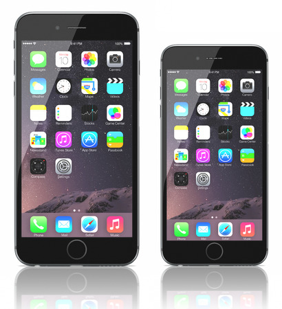 Apple Space Gray iPhone 6 Plus and iPhone 6 showing the home screen with iOS 8.The new iPhone with higher-resolution 4.7 and 5.5-inch screens, improved cameras, new sensors, a dedicated NFC chip for mobile payments. Apple released the iPhone 6 and iPhone  Imagens - 31791925