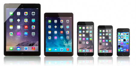 portable mp3 player: Galati, Romania - October 14, 2014: Apple Space Gray iPad Air, iPad Mini, iPhone 6 Plus, iPhone 6 and iPhone 5s on white background. All devices displaying home screen and produced by Apple Inc. Editorial