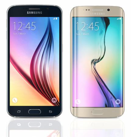 """galaxie: Black Sapphire Samsung Galaxy S6 und Gold Platin Samsung Galaxy S6 Rand auf weißem Hintergrund. Das Telefon ist mit 5,1 """"Touchscreen-Display und 1440 x 2560 Pixel Auflösung unterstützt. Das Samsung Galaxy S6 und S6 war Kante in einem Presse-Event ins Leben gerufen Editorial"""
