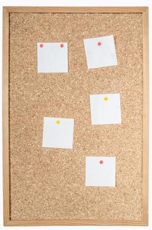 witte pagina's vastgemaakt aan kurk boord Stockfoto