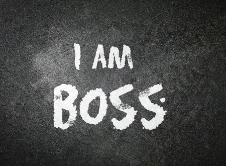 私は黒板に白チョークで手書きの上司 写真素材