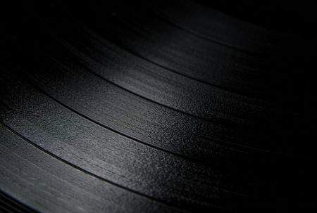 Segment of vinyl record with label showing the texture of the grooves , retro look 版權商用圖片 - 19261437