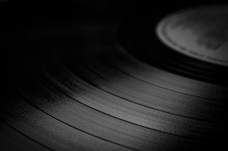 溝、レトロな外観のテクスチャを示すラベルの付いたビニール レコードのセグメント 写真素材