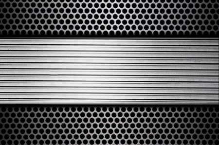 metal grate: metal plate over comb grate