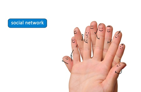 Gelukkig groep van de vinger gezichten als sociaal netwerk