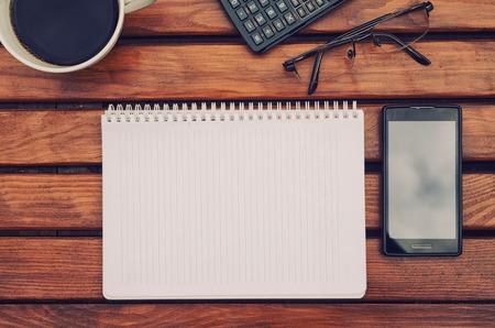 Notebook met copyspace op tafel met koffie