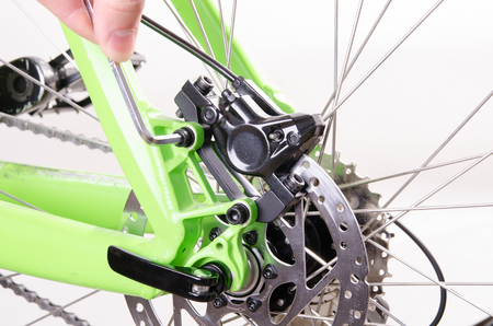 bicycle repair bicycle or preparing for the season, Set the brake 版權商用圖片 - 75830173