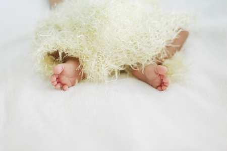 new born baby leg photo