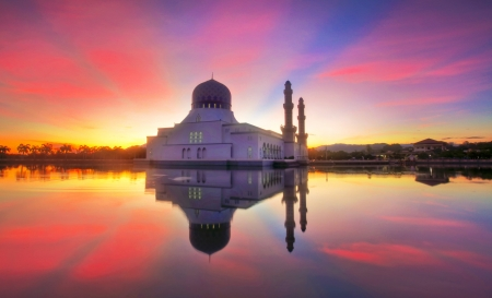 mirror reflection of likas mosque