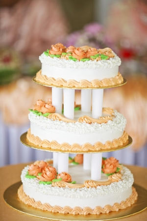 beautiful three layer wedding cake