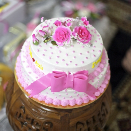 a beautiful pinky wedding cake