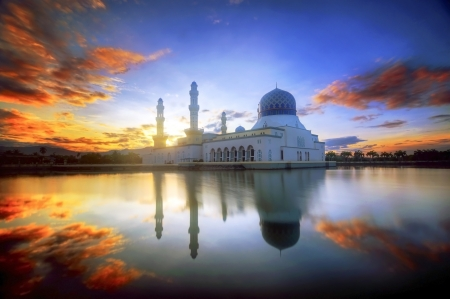 likas: mirror reflection of the majestic mosque in kota kinabalu sabah