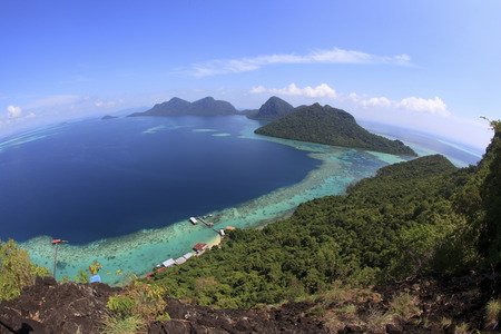 Malaysia Sabah Borneo Scenic View of Tun Sakaran Marine Park tropical island (Bohey Dulang) Semporna, Sabah. Фото со стока