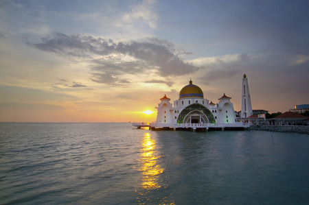 Malacca Straits Mosque (Masjid Selat Melaka) is a mosque located on Malacca Island near Malacca Town in Malacca state, Malaysia.Scenery during sunset 版權商用圖片