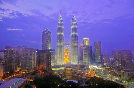 De skyline van Kuala Lumpur 's nachts