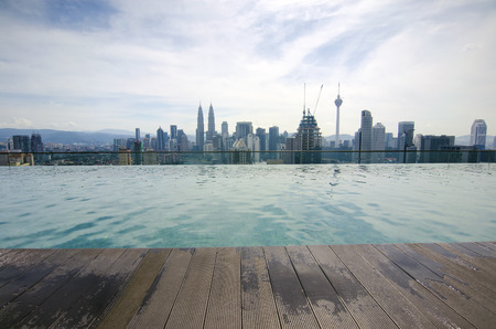 Swimming pool on roof top with beautiful city view. Kuala-Lumpur, Malaysia. 免版税图像 - 53138101