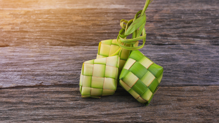 Ketupat (rice dumpling) is a local delicacy during the festive season in South East Asia. Ketupat, a natural rice casing made from young coconut leaves for cooking rice.. 版權商用圖片