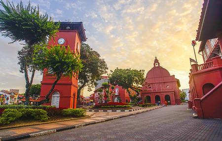 Het oosterse rode gebouw in Melaka, Malacca, Maleisië. Zachte focus en ruis verschijnen enigszins vanwege hoge ISO Stockfoto