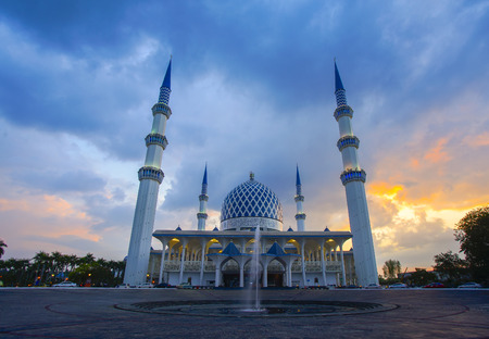 Sunset of Masjid Negeri Shah Alam or well known officially as Mosque of Sultan Salahuddin Abdul Aziz Shah. Stock fotó