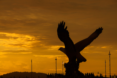 Silhouette of majestic Eagle Statue in Langkawi during beuatiful golden sunset Stok Fotoğraf