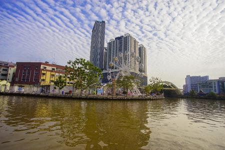 Malacca, Malaysia - September 24, 2017 : View from Malacca River near The Shore Hotel and Residences and Jambatan Datuk Mohd Zain. 에디토리얼