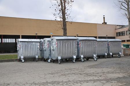 Urban trash containers in backyard 版權商用圖片