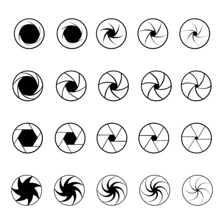 Set of camera shutter black and white vector icons. Vetores
