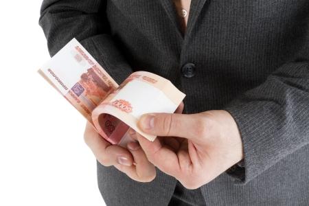 http://us.123rf.com/450wm/mandarinkap/mandarinkap1306/mandarinkap130600011/20412131-стек-банкноты-5000-рублей-в-мужских-руках-на-белом-фоне.jpg