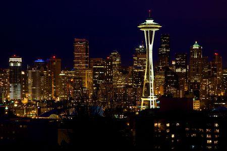 seattle: Seattle Skyline Space Needle en Parque de Kerry de noche de Seattle, Washington