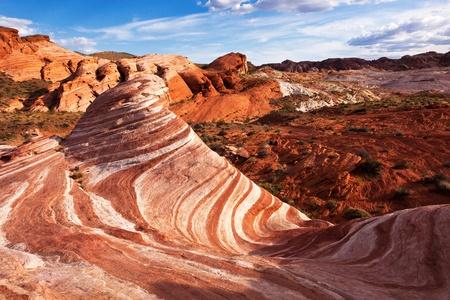 모하비 사막 네바다에서 화려한 붉은 사암 암석