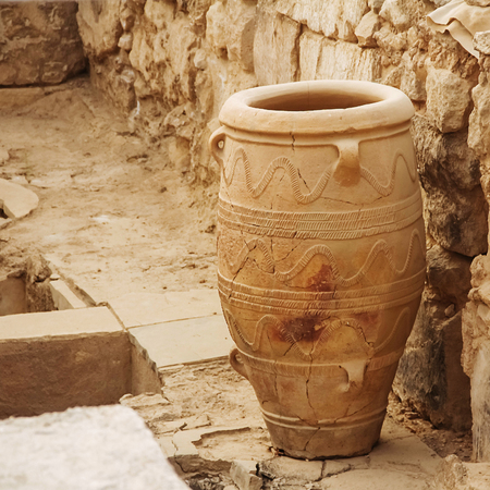 archaeology: Knossos palace vase famous archaeology greece ruined Stock Photo