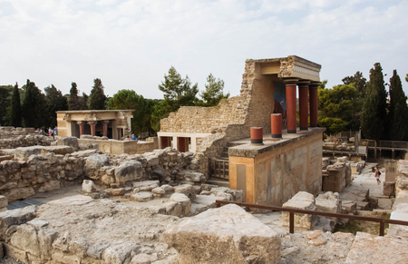 Knossos palace architecture famous archaeology greece ruined