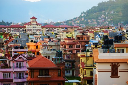 plan éloigné: Long shot of colorful houses in a residential area in Kathmandu, Nepal Banque d'images