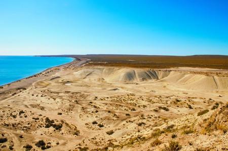 plan �loign�: Long shot of the landscape surrounding Punta Loma, Chubut, Argentina