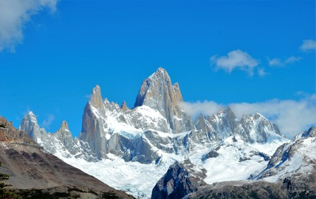 chalten: Panoramic view of the Fitz Roy mountain range in El Chalta  n in Argentina