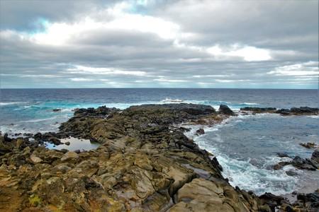 rapanui: Impresiones de las costas rocosas alrededor de la Isla de Pascua, Rapa Nui, Chile, América del Sur