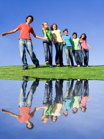 multi race: diversidad, sonriendo feliz diverso grupo de adolescentes