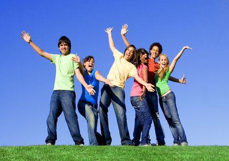 multi race: Multi racial o cultural o de raza mixta grupo de j�venes sonriendo feliz  Foto de archivo