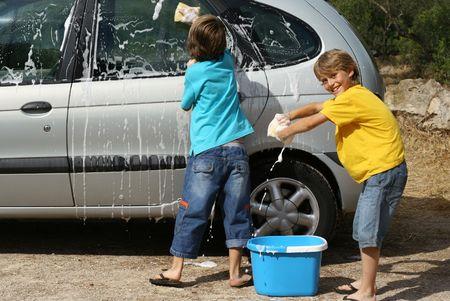 ni�os ayudando: el lavado de coche para ni�os