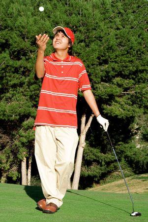 teen golf: joven jugando al golf