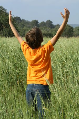 child praying: faith