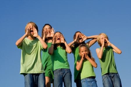 felices los ni�os gritando  Foto de archivo - 3469522